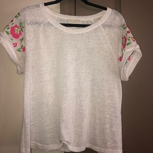 Cute top with flower design on sleeve